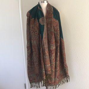 Accessories - Beautiful Large shawl/Scarf